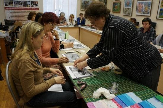 Руслана Пискун на примере своей работы поясняет тонкости освоения техники барджелло