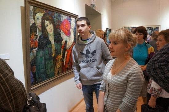 На выставке было много молодежи