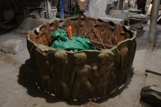 Демонтированный фонтан в мастерской Шуквани. Декабрь 2013 года