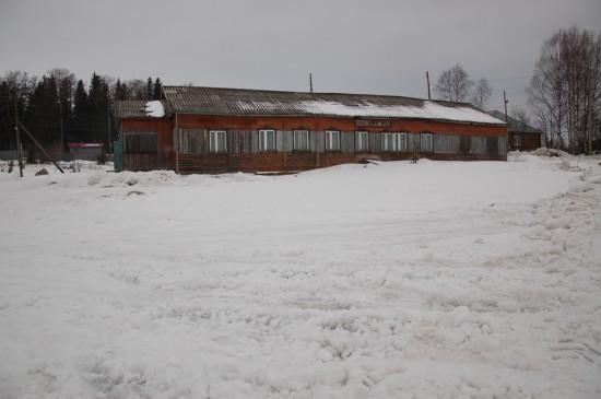 Столовая находится в 400 метрах от здания школы