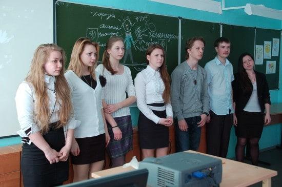 Школьники во время мастер-класса