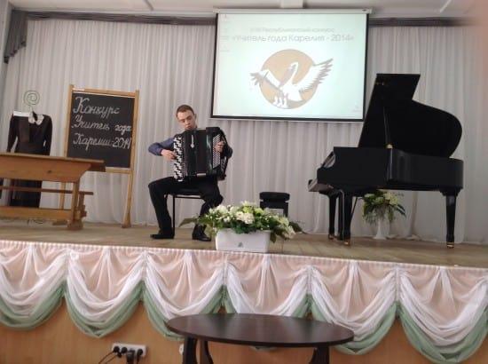 СШИ порадовала конкурсантов концертом. На сцене лауреат международных конкурсов Егор Ермолаев