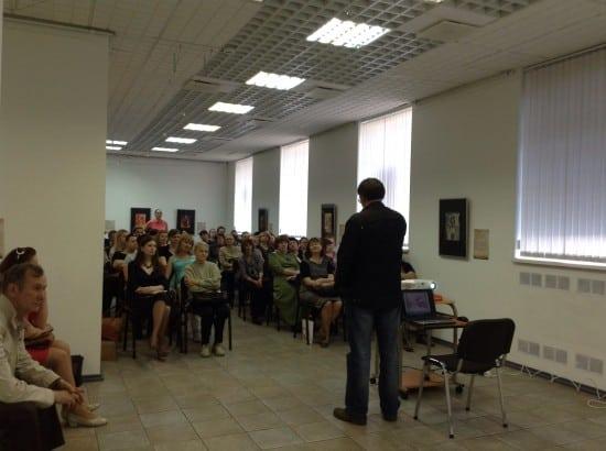 Городской выставочный зал. На лекции Артема Стародубцева о Шагале. Фото Натальи Мешковой