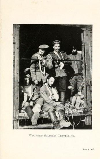 Русские солдаты в теплушках.