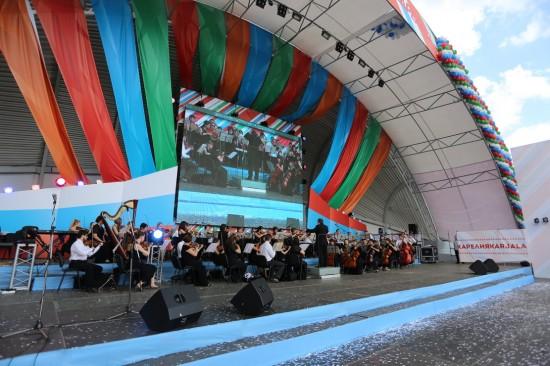 Выступает симфонический оркестр Карельской госфилармонии