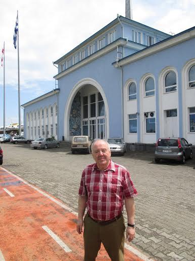 Михаил Гольденберг у  морвокзала в Батуми
