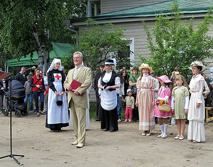 Поздравления петрозаводчанам от городского головы с семейством