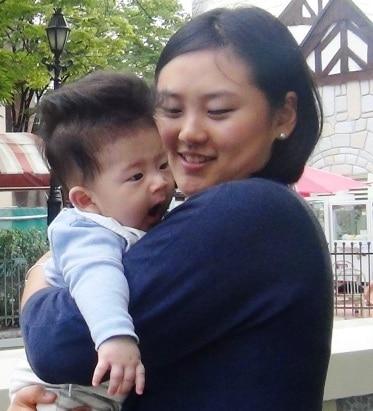 Корейская мама с малышом