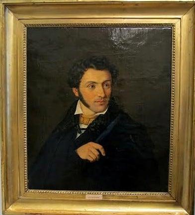 Неизвестный художник. Портрет молодого человека. На портрете табличка с надпись «Пушкин». Картина была приобретена на аукционе в Висбадене. Немецкая семья, в которой она находилась, была уверена, что это потрет великого русского поэта. Однако исследования русских искусствоведов и реставраторов не подтвердили этого.