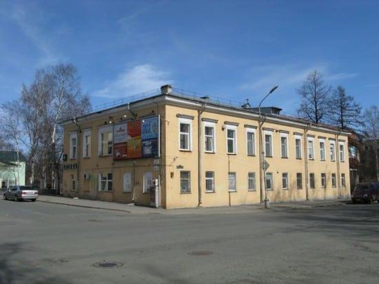 Здание госпиталя Александровского завода