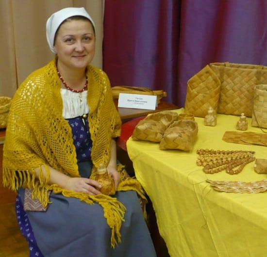 Никель, 2013 год. Ирина Титова на фестивале плотницкого искусства
