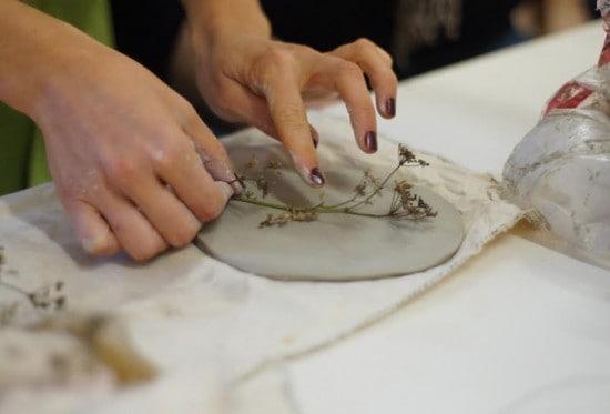 На мастер-классе по керамике