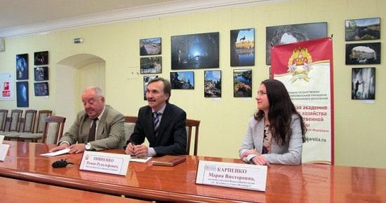 Перед началом чтений состоялась пресс-конференция, в которой приняли участие (слева направо) М. Гольденберг, Р. Пивненко, М. Карпенко