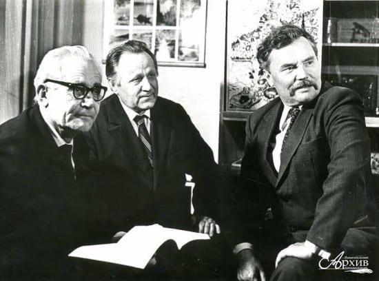 Слева направо А.Н. Тимонен, Я.В. Ругоев, Д.Я. Гусаров.  Петрозаводск, [1980-е годы