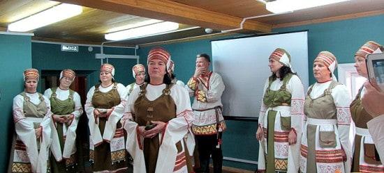 Открыл чтения Вепсский народный хор, в этот день он уезжал на Всероссийский фестиваль в Сочи, где должен был представлять культуру народов Карелии