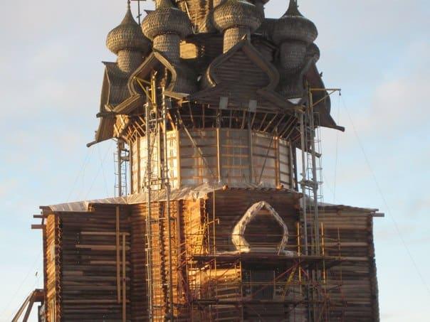Сохранят ли Кижи статус памятника Всемирного культурного наследия ЮНЕСКО? Преображенская церковь на острове Кижи. Декабрь 2014 года Фото Александра Куусела