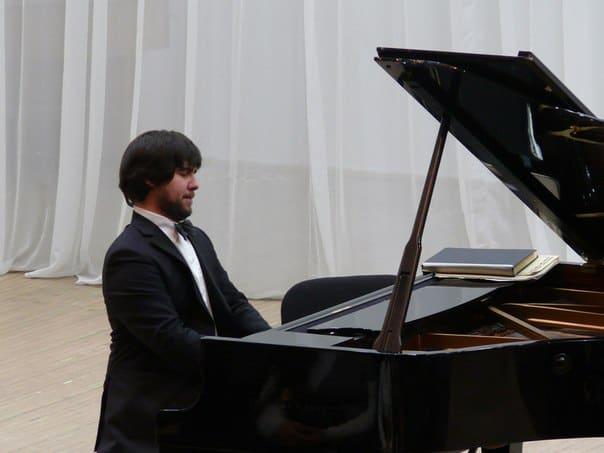 Вадим Холоденко на сцене Карельской филармонии
