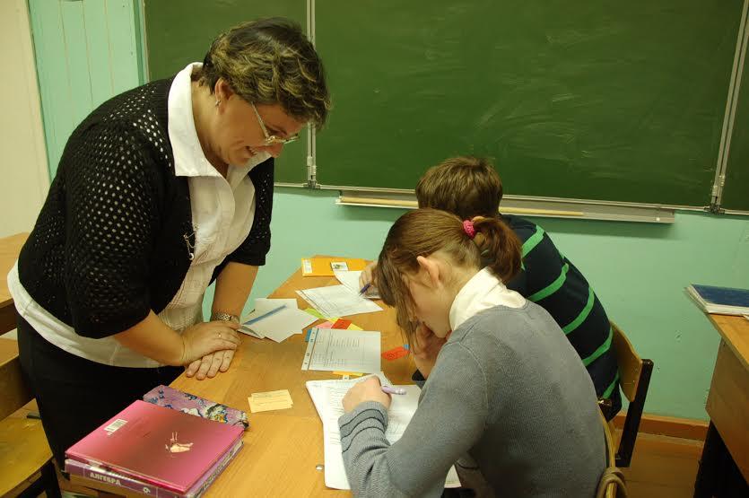 Ольга Ивановна Тулубаева учит девятиклассников решать сложные задачи ГИА
