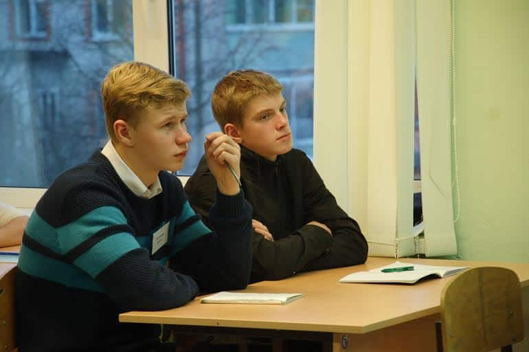 Старшеклассники школы поселка Ильинский