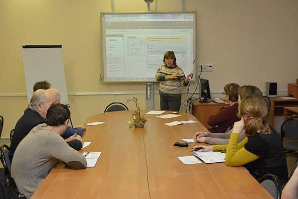 Ирина Кудельская и участники семинар в ПетрГУ