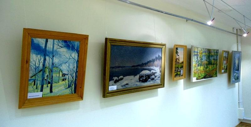 Выставка даров карельских художников в Национальной библиотеке РК