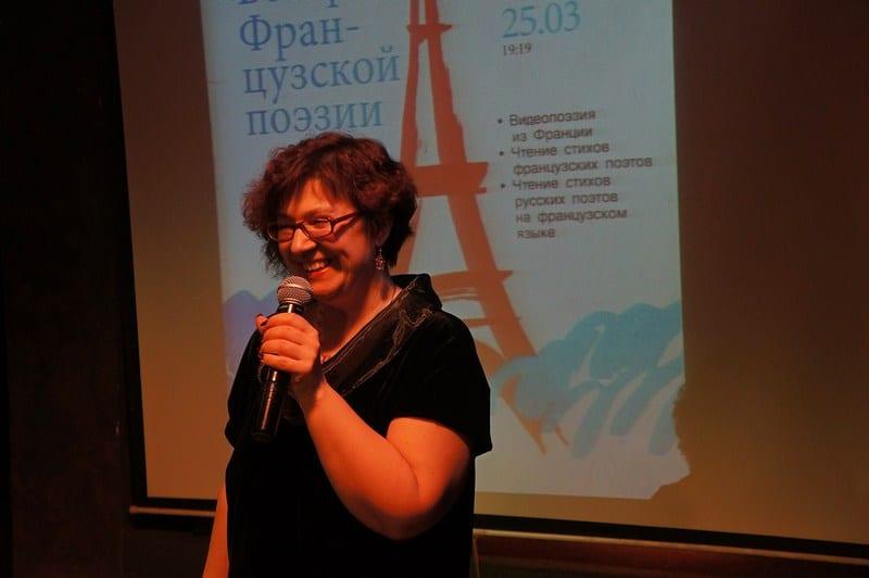 Надежда Барымова, старший преподаватель Института иностранных языков ПетрГУ, организатор поэтического вечера. Фото Ирины Ларионовой