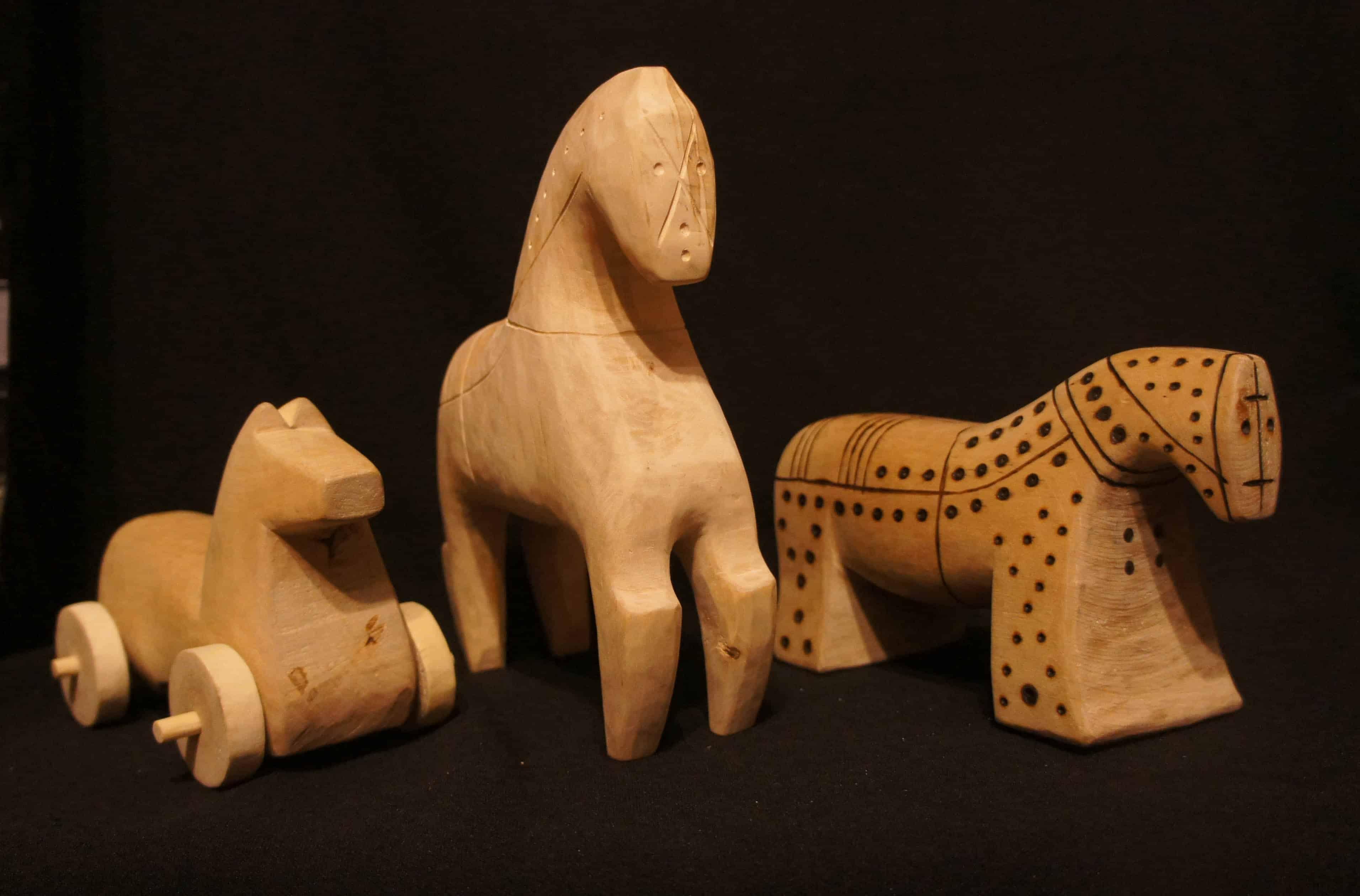 Деревянные игрушки. Кони