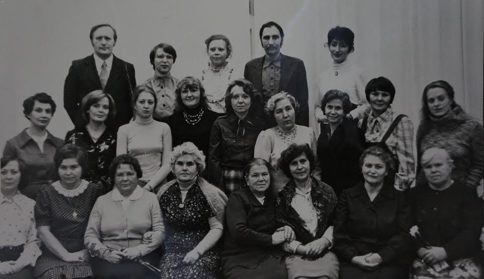 Сотрудники Музея изобразительных искусств РК. Во втором ряду 4-я справа Л.Н. Белоголова