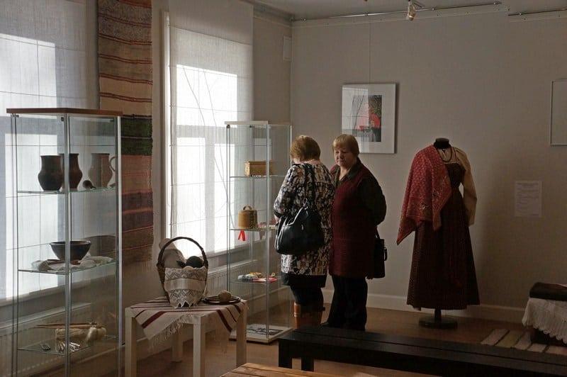 В Центре ремесел открылась выставка Ольги Журавлевой из Владимира «История одного сундучка»