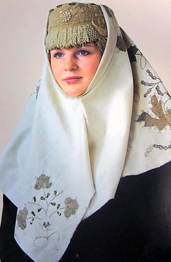 Так носили платки каргопольские красавицы