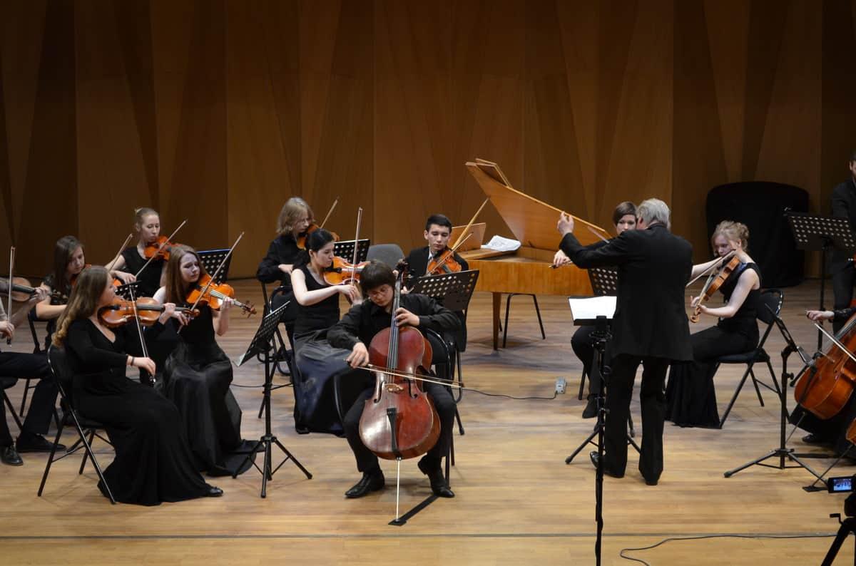 Данила Владыко и оркестр Nord-West Studium во главе с Эдуардом Зондерегером. Фото Алексея Киндяка