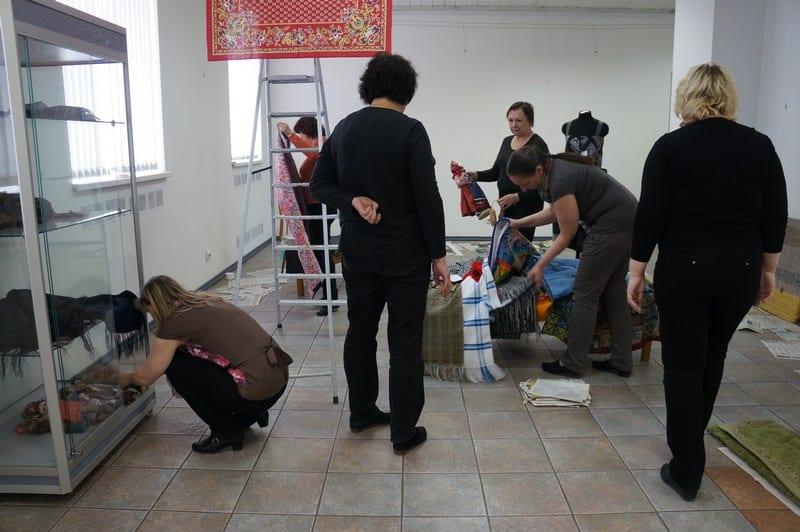 """В Городском выставочном зале Петрозаводска открывается выставка """"Плат. Платок. Платочек"""""""