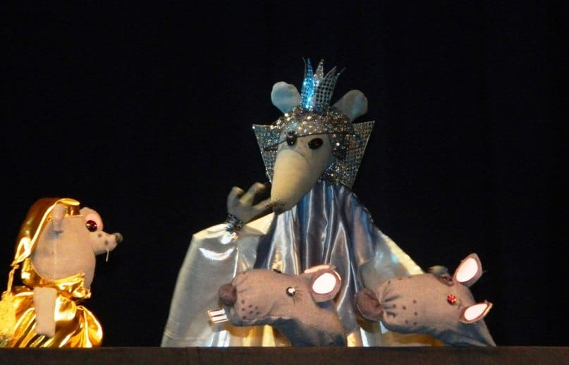 Театр «Валаамские» показал спектакль «Мышиный бунт»