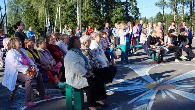 В этот день все жители Березовки собрались на площадки, от мала до велика