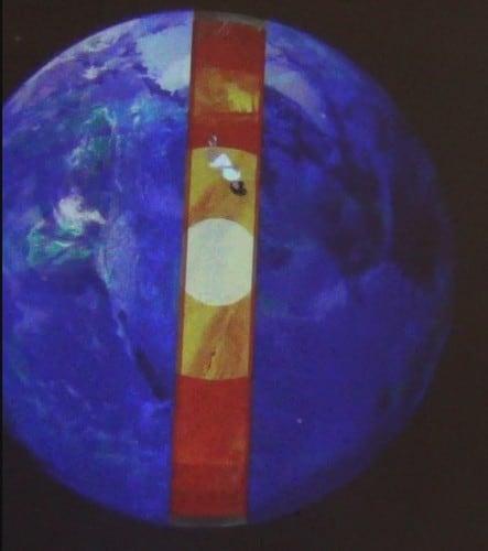 Полет Алисы сквозь Землю