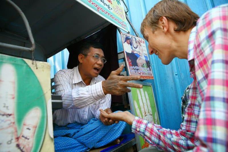 Встреча с хиромантом в Бирме