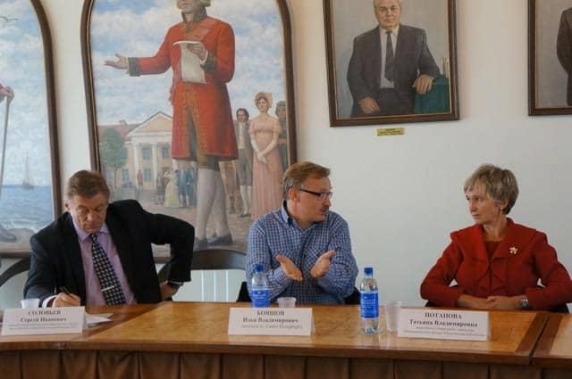 Начальник управления культуры Петрозаводска Сергей Соловьев, Илья Бояшов и Татьяна Потапова