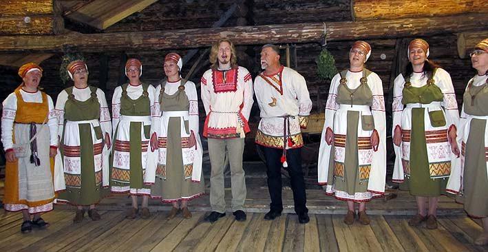 Для студентов академии в Шелтозерском музее выступает Вепсский народный хор, участником которого был и Лонин. В будущем году хор отметить свое 80-летие!