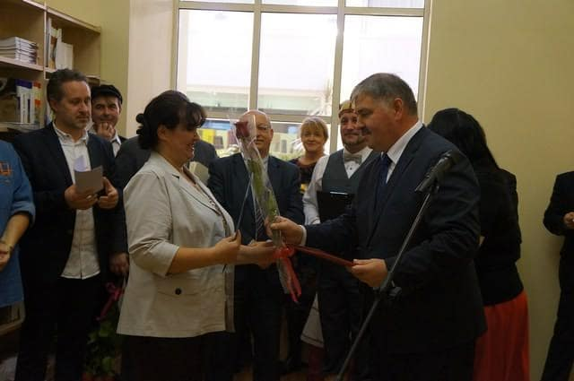 Почетную грамоту миннаца получает редактор отдела информации газеты Марина Толстых