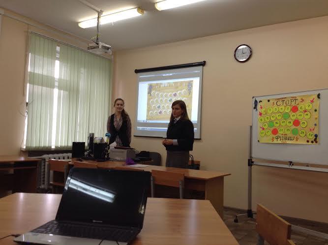 Галина Никишина и Алена Вяриева, учителя Державинского лицея, разработали игру по литературе для девятиклассников, создав флэш-приложение