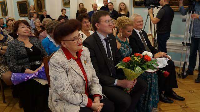 Наталья Рузанова (слева) бывала в этом здании, еще когда он был Дворцом пионеров