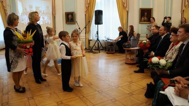 Музей поздравляют воспитанники детского сада № 111