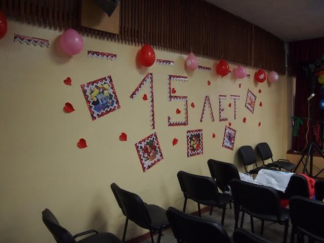 Стены украшены к празднику. Фото Ирины Ларионовой