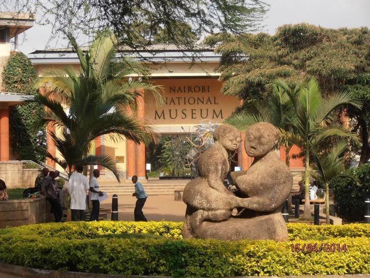 Кения. Найроби. Вход в Национальный музей