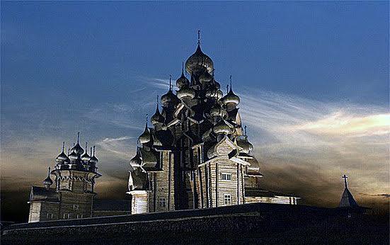 Снимок кижского фотографа Олега Семененко из его альбома «Кижи над реальностью»