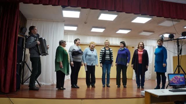 Какой праздник в селе без песни? Поет вокальная группа «Горенка».