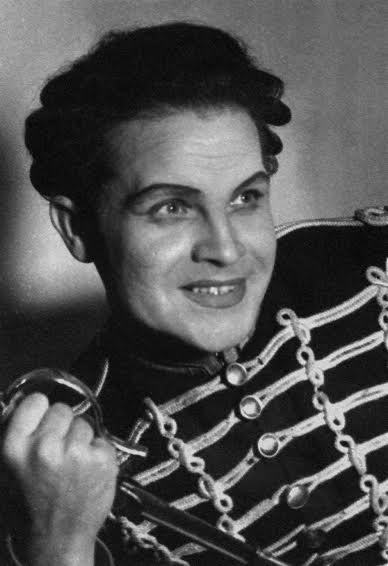 Осенние маневры. Марози - Д.Утикеев. Фото из архива Музыкального театра Карелии
