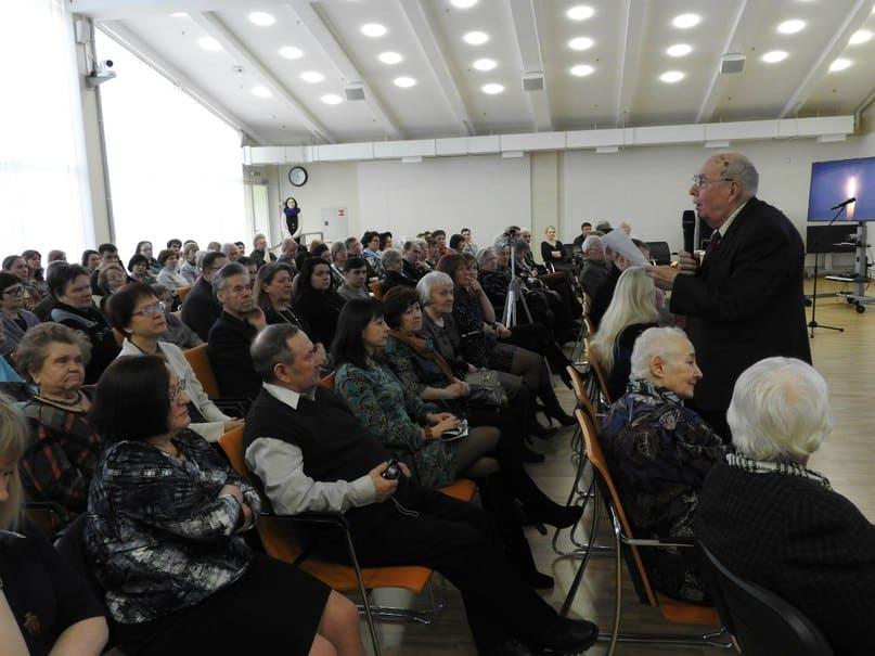 Народный писатель Карелии Марат Тарасов не только ценил дар Николая Абрамова, но и выступал его адвокатом в трудные для поэта минуты