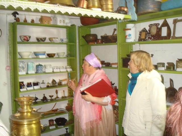 В библиотеке-музее поселка Шуерецкий открыто три зала: «Из истории села», «Быт поморов», «Орудия труда и промыслов»