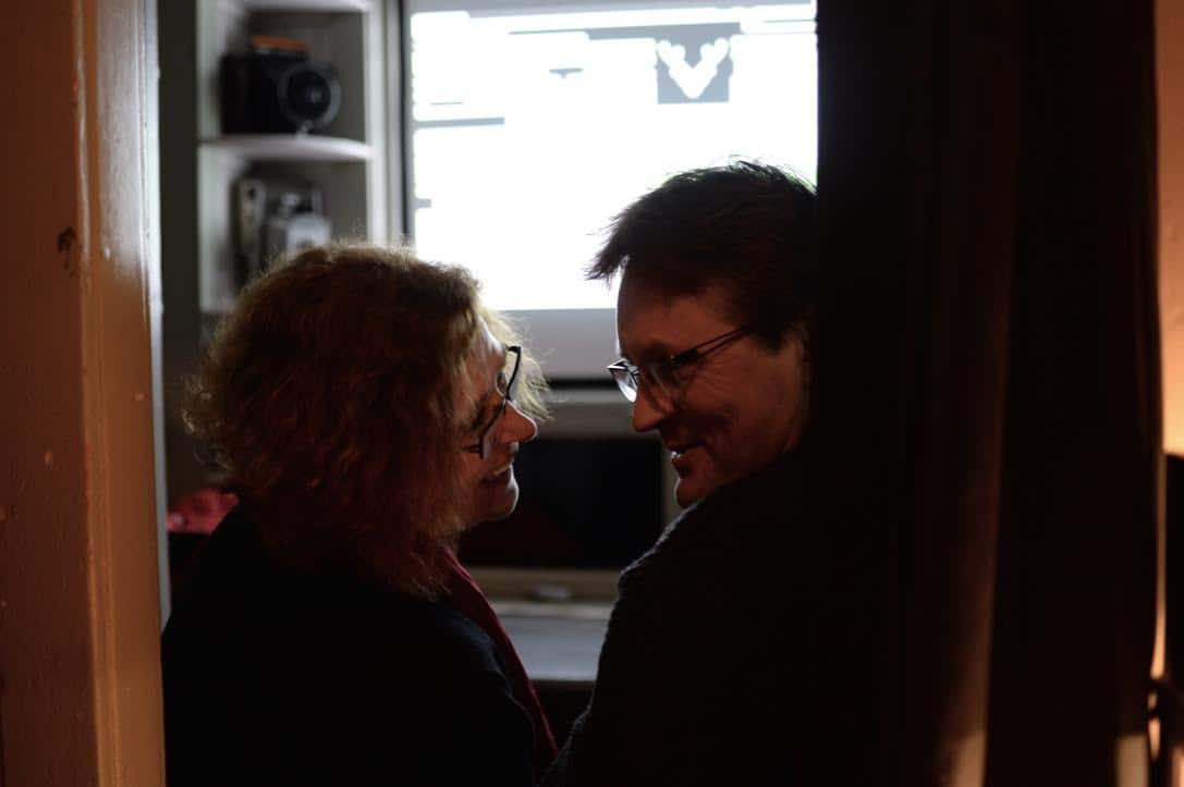 Билет на первый кинопоказ в самый маленький кинотеатр продавался с аукциона. На снимке победившая пара. Фото Жени Егоровой